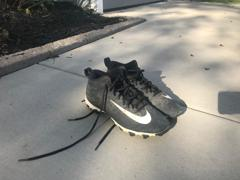 Nike Alpha Baseball/Football Cleat (Size 8)