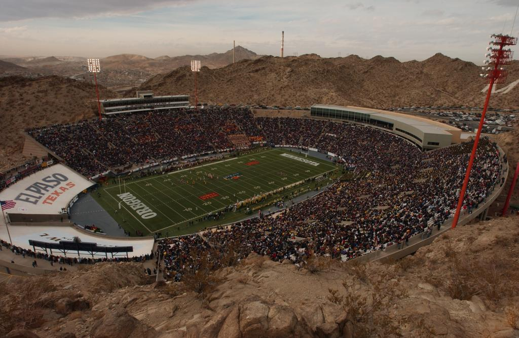 [Image: sunbowl_stadium137_large.JPG]