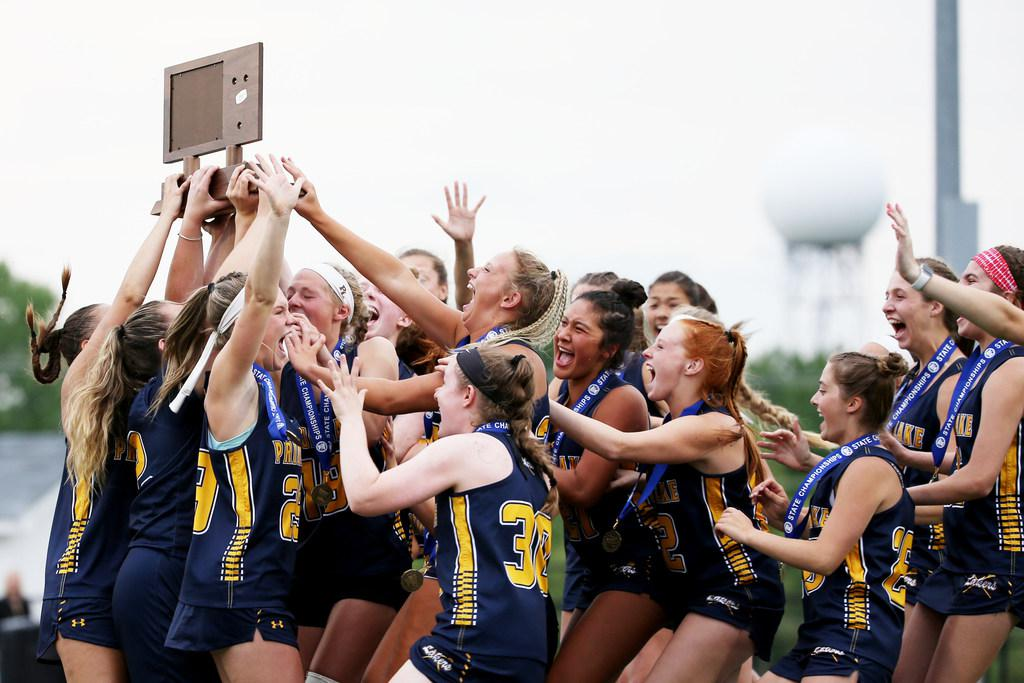 Prior Lake players celebrate after receiving the state championship trophy. Photo: NICOLE NERI • nicole.neri@startribune.com