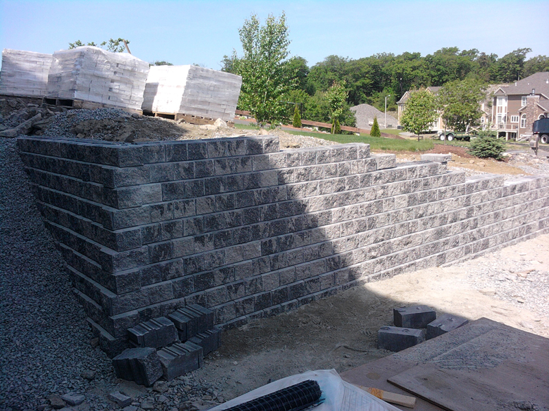 Mississauga Landscaping Company - Brock's Landscaping - 905.822.3131Mississauga Retaining Walls by Brock's Landscape - 905.822.3131