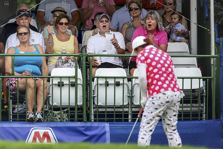 Fans react to Shanshan Feng sinking a putt at No.18 to finish with a final-round 67 and a 271 total to tie for third place. BLADE/KATIE RAUSCH