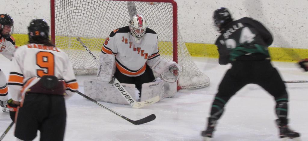 Roughriders top EHL Jr. Flyers 5 – 2