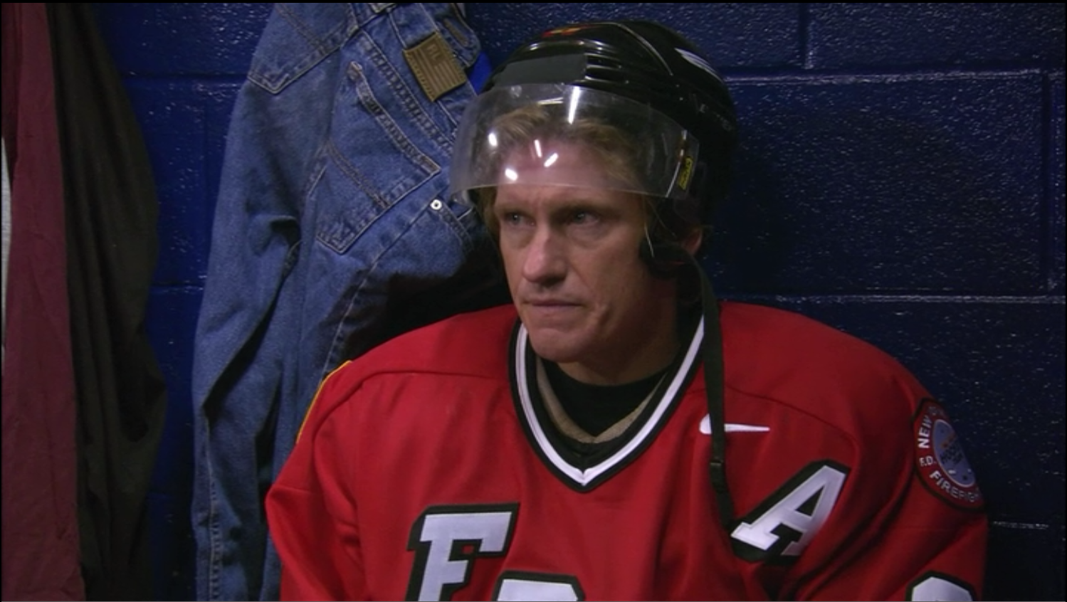 Dennis Leary seems to feel at home in a hockey jersey. To go along with his numerous FDNY jerseys, the star also casually sported a Bobby Orr sweater. Photo courtesy of Sony Pictures Television