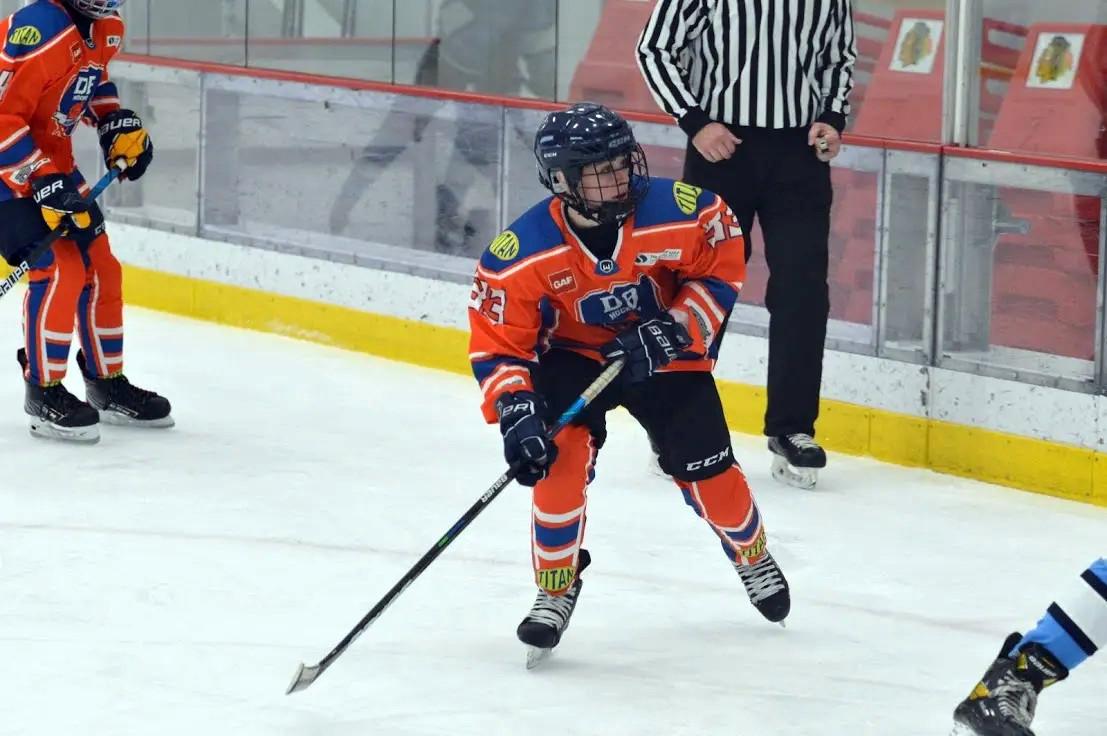 DB Hockey player anticipating a pass