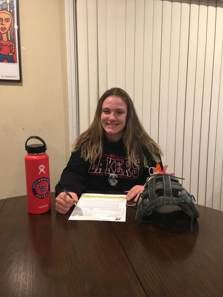 McKenna Marshall (C) headed to Southwestern Oregon College